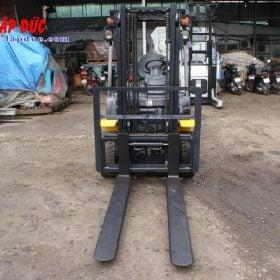 Xe nâng động cơ dầu 2 tấn KOMATSU FD20T-17 giá rẻ