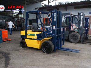 Xe nâng cũ động cơ dầu KOMATSU 2 tấn FD20-11 # 461369 giá rẻ