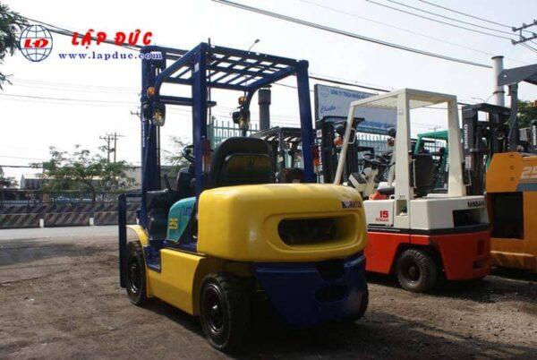 Xe nâng máy dầu cũ KOMATSU 2.5 tấn FD25C-12 # 532585 giá rẻ