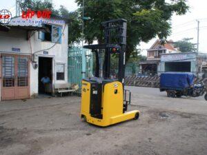 Xe nâng điện đứng lái cũ KOMATSU 1.5 tấn FB15RLF# 14 -146193 giá rẻ