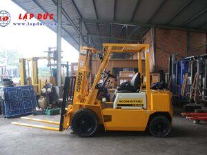 Xe nâng dầu 2 tấn KOMATSU FD20-10 # 233741 giá rẻ