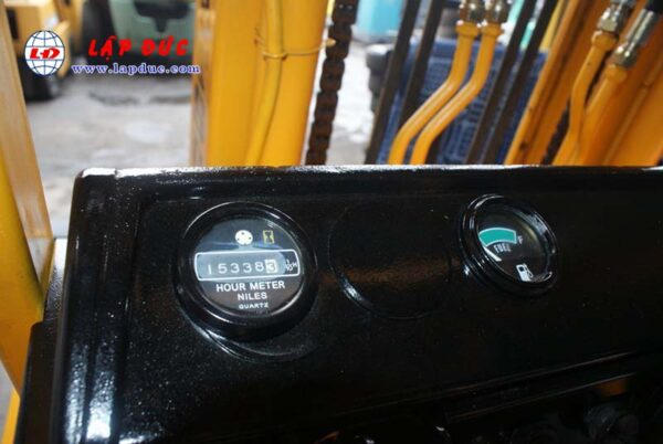 Xe nâng 2 tấn dầu KOMATSU FD20-10 # 233741 giá rẻ