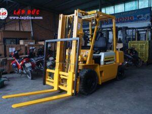 Xe nâng động cơ dầu 2 tấn KOMATSU FD20-10 # 233741 giá rẻ