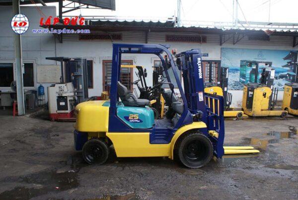 Xe nâng dầu KOMATSU 2.5 tấn FD25T-14 # 557334 giá rẻ