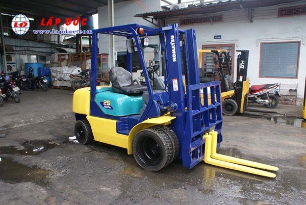 Xe nâng máy dầu cũ KOMATSU 2.5 tấn FD25T-14 # 557334 giá rẻ
