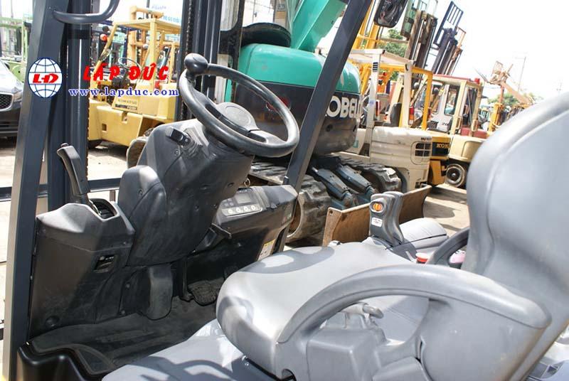Xe nâng điện ngồi lái KOMATSU 2.5 tấn cũ 5