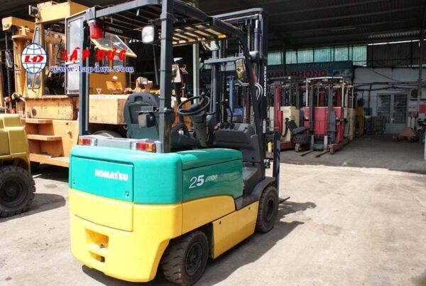 Xe nâng điện ngồi lái cũ KOMATSU 2.5 tấn FB25EX-11 giá rẻ