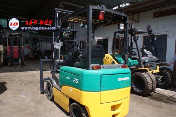 Xe nâng điện ngồi lái 2.5 tấn KOMATSU FB25EX-11 giá rẻ
