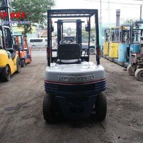 Xe nâng xăng cũ KOMATSU 2 tấn FG20C-11 # 453615 giá rẻ