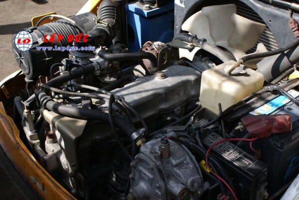 Xe nâng KOMATSU máy xăng 2.5 tấn FG25T-17 # 714207 giá rẻ
