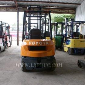 Xe nâng xăng cũ TOYOTA 2.5 tấn 7FG25 # 15905 giá rẻ