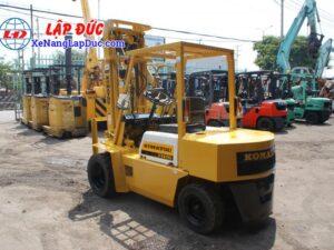 Xe nâng dầu cũ KOMATSU 2.5 tấn FD25L-8 # 160080 giá rẻ