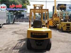 Xe nâng dầu 2.5 tấn KOMATSU FD25L-8 # 160080 giá rẻ
