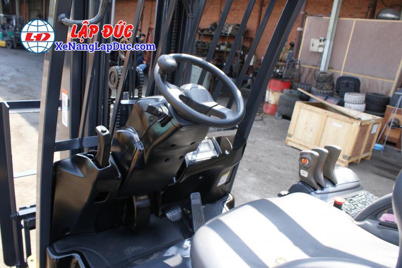Xe nâng điện ngồi lái KOMATSU 2.5 tấn cũ 2
