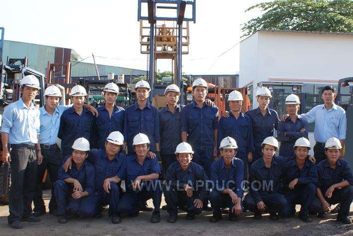Đội ngũ kỹ thuật công ty Lập Đức - năm 2013