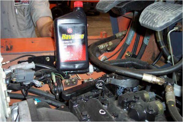 Thay dầu thủy lực xe nâng